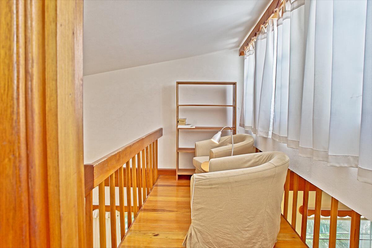 Guest bedroom 2 & landing-8